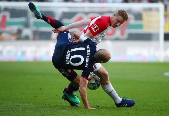 Arsenal join Hinteregger race