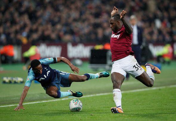 Pellegrini warns Antonio over missed chances