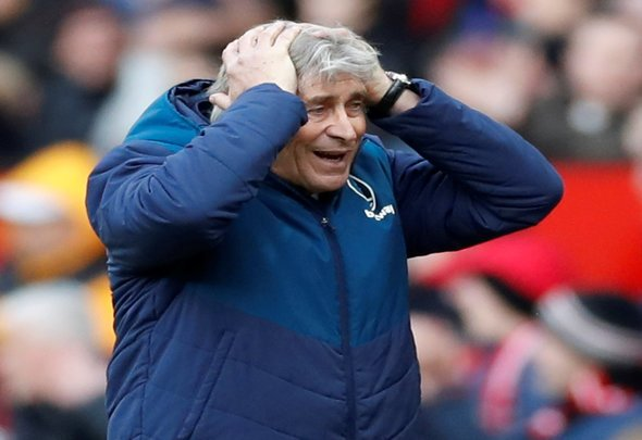Pellegrini reveals what he told officials at half time v Man United