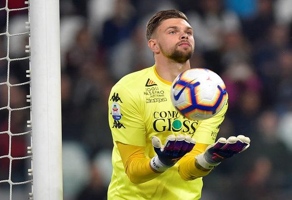West Ham should try everything to sign Bartlomiej Dragowski