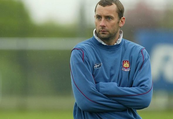 Image for Hutchison backs West Ham for top 4