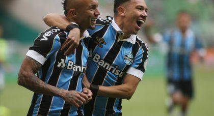 West Ham fans react to interest in Brazilian forward Everton